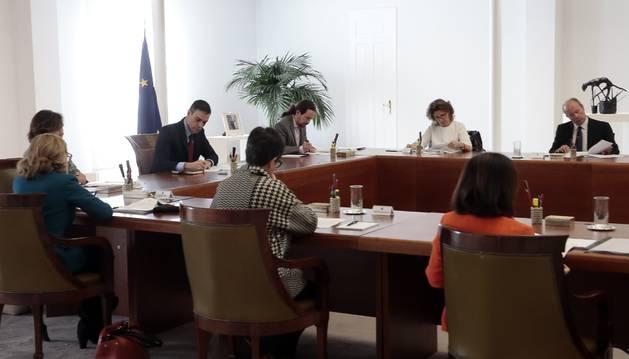 Foto del presidente del Gobierno, Pedro Sánchez, preside el Consejo de Ministros extraordinario para aprobar medidas para contener el coronavirus.