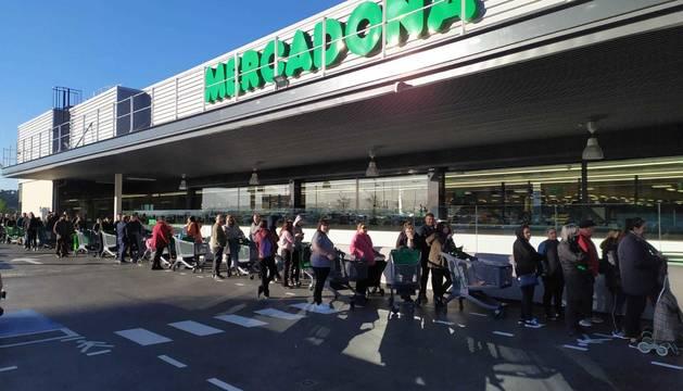 Colas en el Mercadona de Barañáin, este sábado