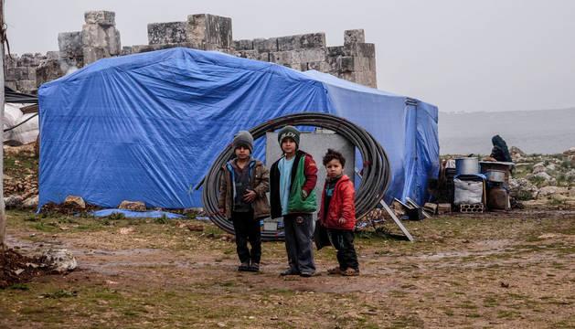Niños desplazados en Idlib.