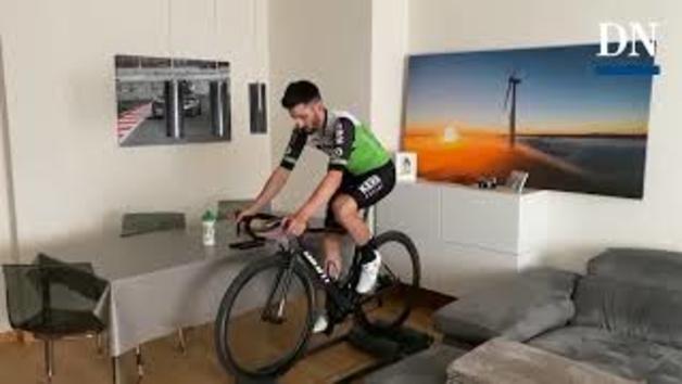 Vídeo del ciclista navarro Enrique Sanz ejercitándose sobre el rodillo en su casa de Orkoien