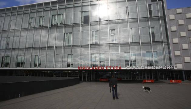 Fachada del Navarra Arena, donde se ubica la Casa del Deporte con numerosas Federaciones Deportivas.
