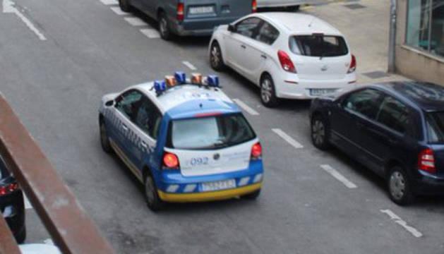 Una patrulla de la Policía Municipal, en Pamplona.