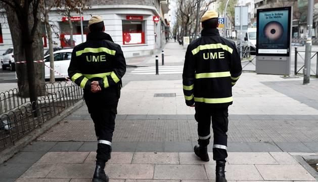 Foto de miembros de la UME trabajan en las calles de Madrid este lunes