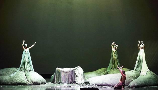 Foto de una representación de 'El oro del Rin', la ópera que abre la tetralogía de 'El anillo del nibelungo', representada en Viena.