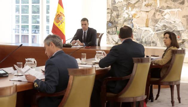 Foto del presidente del Gobierno, Pedro Sánchez, preside el primer Consejo de Ministros virtual de la historia de España.