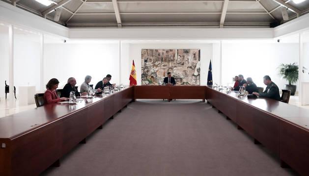 Foto del presidente del Gobierno, Pedro Sánchez, presiden preside la reunión del Gabinete del Seguimiento del Estado de Alarma a causa del coronavirus, en el Complejo de La Moncloa, en Madrid (España).