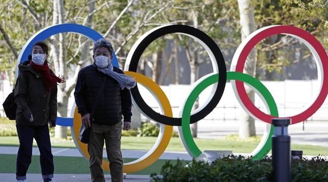 Monumento a los anillos olímpicos en Tokio.