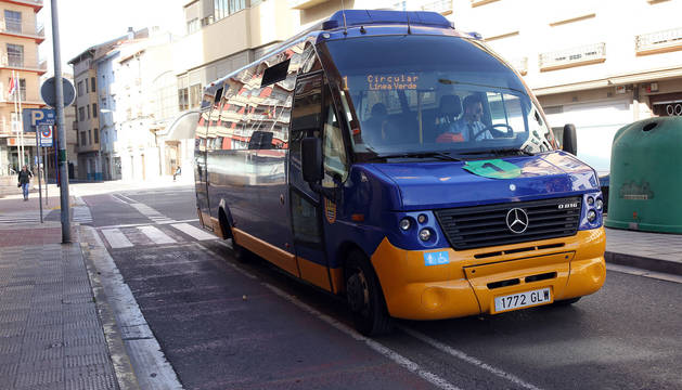 Un autobús urbano circula por Tudela.