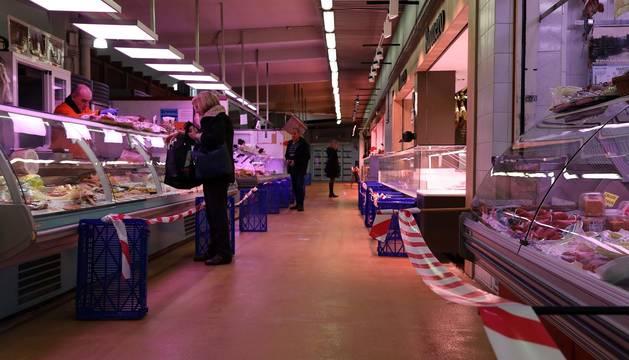 Fotos del mercado del Segundo Ensanche de Pamplona en el cuarto día de confinamiento