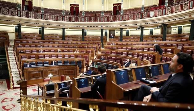 Fotos de la comparecencia de Sánchez en un Congreso prácticamente vacío