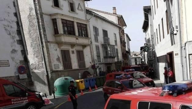 Foto de la operación policial en Aoiz.