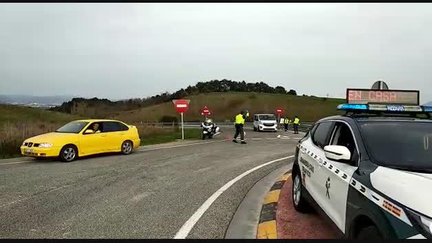 Vídeo: La Guardia Civil controla ocupantes de vehículos y motivo del viaje