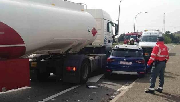 Un herido leve tras colisionar un camión y un turismo en Tudela