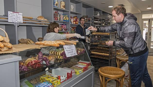Panadería López, durante una de estas jornadas en su establecimiento de la calle Ruiz Alda.