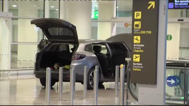 Dos detenidos tras irrumpir con su coche en la Terminal 1 del aeropuerto de El Prat