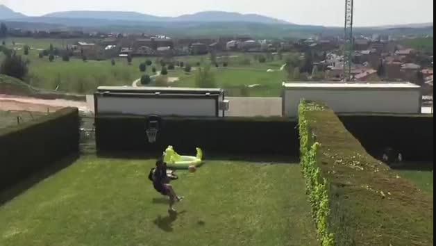 Fútbol tenis entre Mérida y Navas