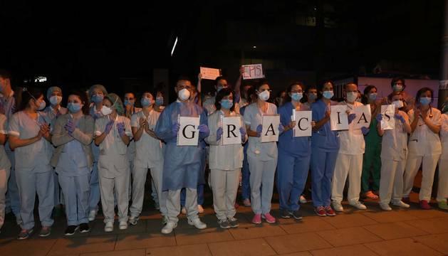 Foto del homenaje de los cuerpos policiales de Navarra a los sanitarios en la crisis del coronavirus.