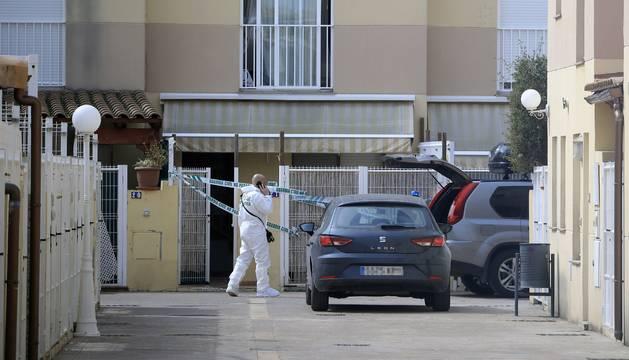 La Guardia Civil, en el lugar del asesinato.
