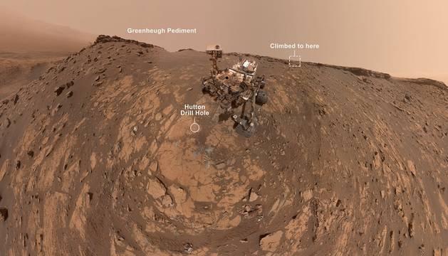 Así se saca un selfie el rover Curiosity en Marte.