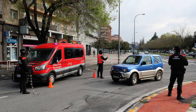 Control de la Policía Foral en el límite de Barañáin.