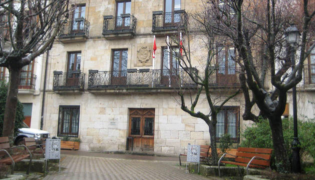En la imagen de archivo, acceso al Ayuntamiento de Alsasua.