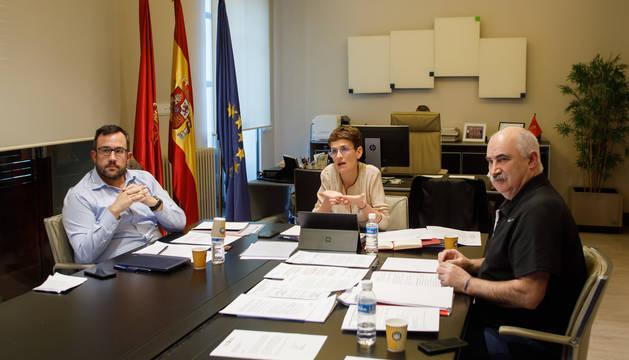 La presidenta María Chivite junto con los dos vicepresidentes del Gobierno de Navarra