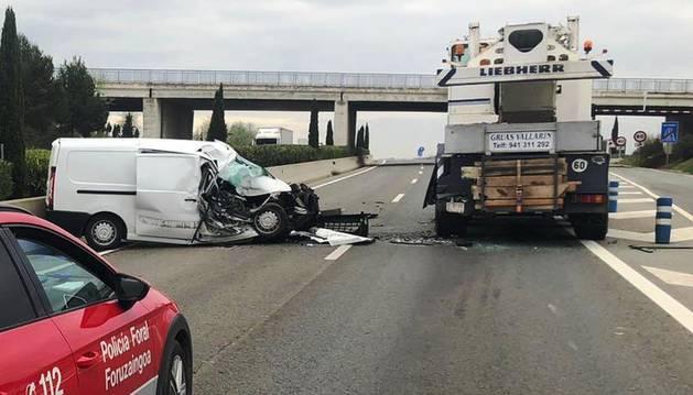 Imagen del estado en el que han quedado los dos vehículos implicados en el accidente.