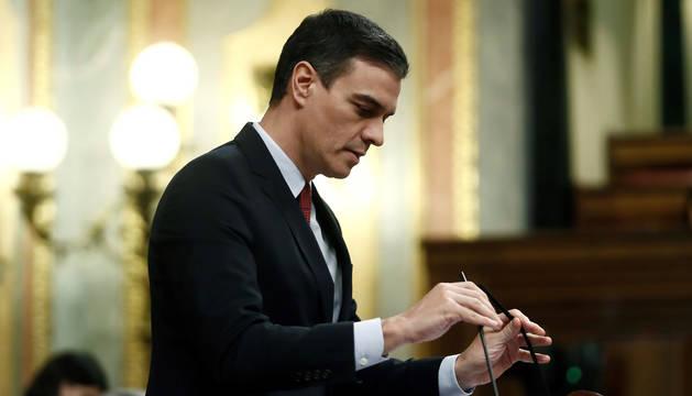 foto de Sánchez, durante su intervención en el Congreso para pedir la autorización para prolongar el estado de alarma hasta el 11 de abril