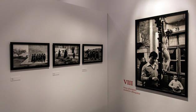 Foto del las fotografías de Koldo Chamorro.
