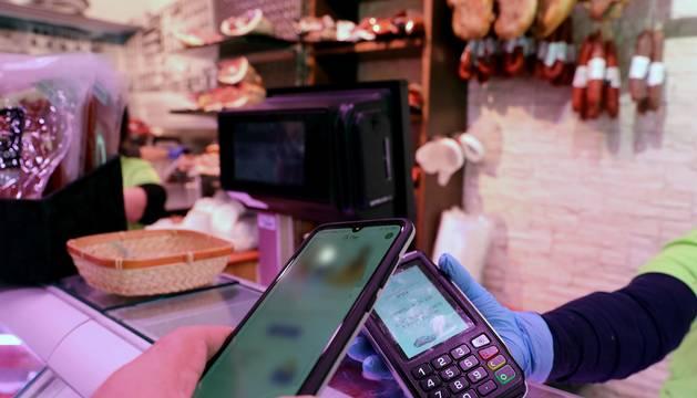 Desde que se decretó el estado de alarma, se ha extendido el uso de los servicios de pago con el móvil.