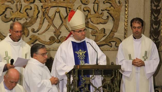En el centro, José Ignacio Munilla, obispo de San Sebastián.