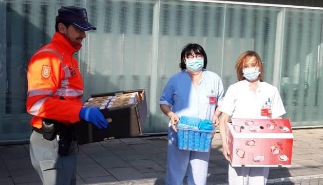 Un vecino de Lantz dona calzas sanitarias desechable y 63 cajas de pastas