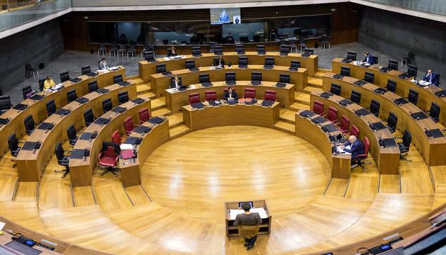 Vista general del pleno del Parlamento de Navarra este viernes.