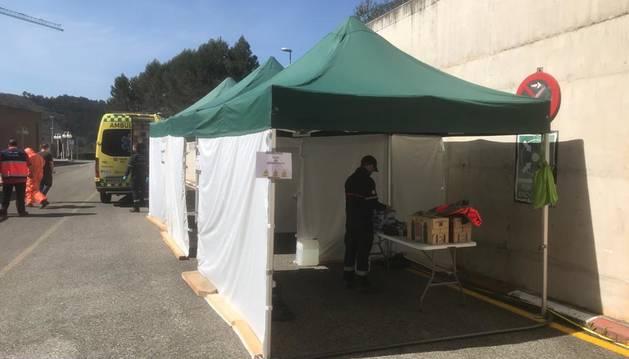Espacio para descontaminación de ambulancias en el hospital de Estella.