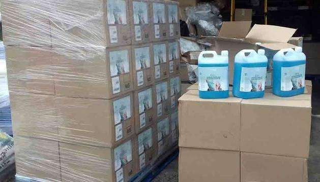 Los Mossos inmovilizan 1.681 litros de falso gel desinfectante en Rubí