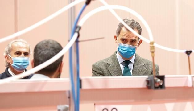 El Rey Felipe VI, durante su visita el hospital de campaña habilitado en IFEMA para atender a enfermos de coronavirus.