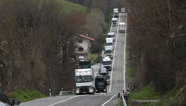 Camiones por la N-121-A, Pamplona-Irún.
