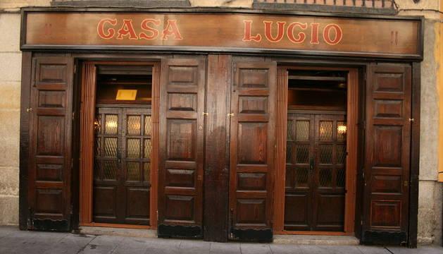 Imagen de la entrada al restaurante Casa Lucio.
