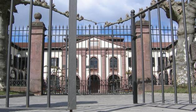 Uno de los accesos a la residencia Francisco Joaquín iriarte, de Elizondo.