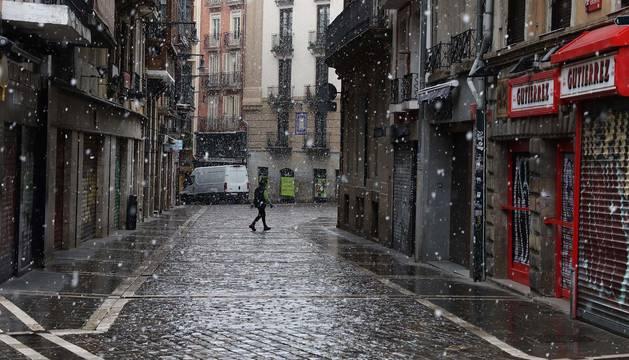 Foto de copos de nieve en Pamplona el 31 de marzo durante la crisis del coronavirus.