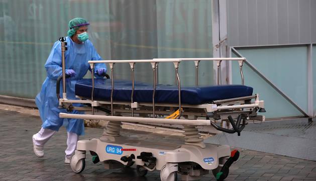 Desinfección de camillas en el CHN.