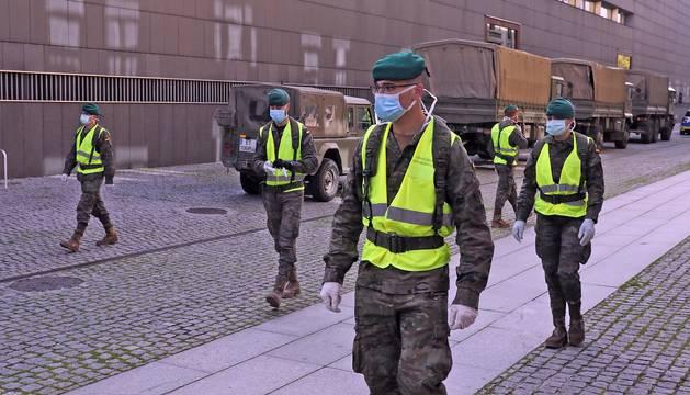 Varios soldados de las Fuerzas Armadas, en Pamplona, con motivo del estado de alarma por el coronavirus.