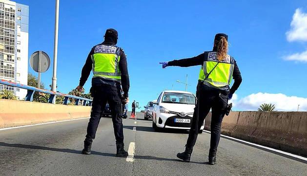 Control de la Guardia Civil en Las Palmas de Gran Canaria durante el estado de alarma.