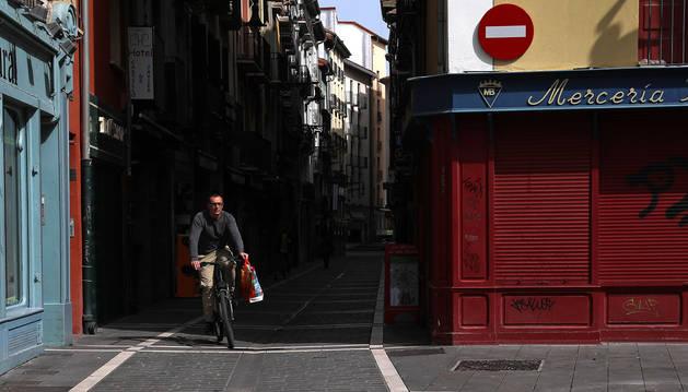 FOTO DE Las bicicletas están permitidas como un medio de transporte más, siempre que la causa esté justificada y no sea ocio.