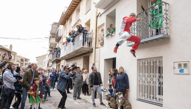 LA HUIDA DE JUDAS Un momento del acto de la captura y ajusticiamiento de Judas celebrado el domingo de Resurrección de 2019.