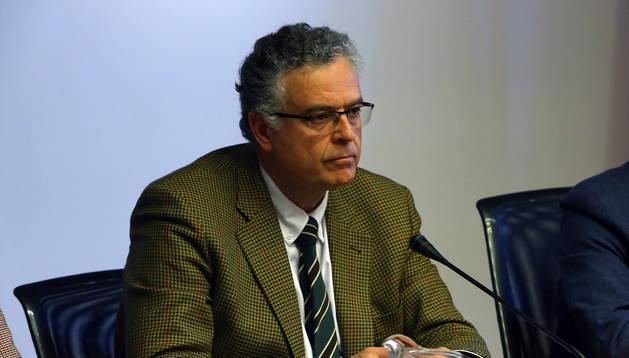 Rafael Sánchez Ostiz, médico geriatra y presidente de ANEA, en una comparecencia parlamentaria.