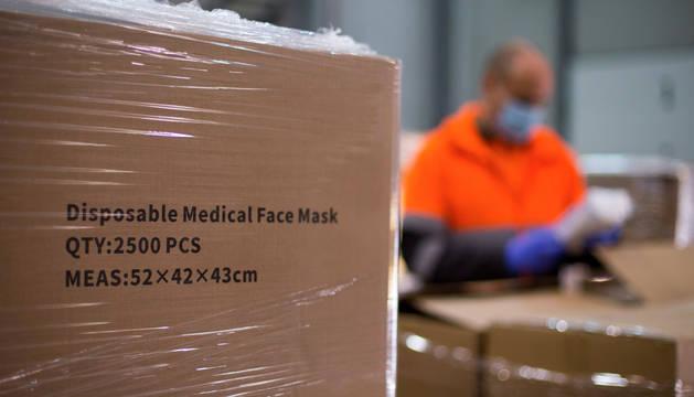 Foto de cargamento del Ministerio de Sanidad con material sanitario, test y mascarillas ante la crisis del coronavirus.