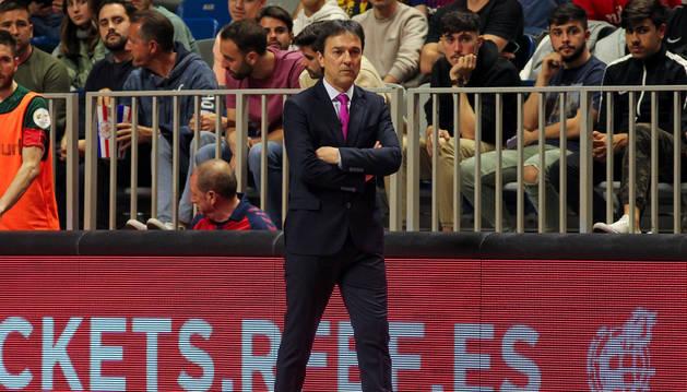 Foto de Imanol Arregui, entrenador de Osasuna Magna, durante un partido.