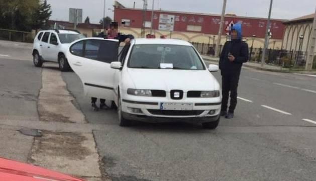 Imagen de los denunciados en el control de la Policía Foral.