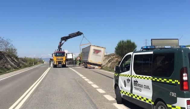Foto del estado en el que ha quedado el vehículo tras la salida de vía.
